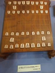 インドから贈呈された[[将棋]]盤と駒
