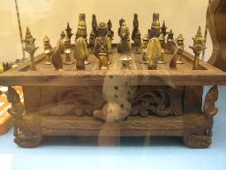 アジアのチェス駒と盤