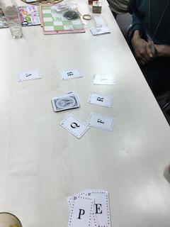 カードを使ったワードゲーム